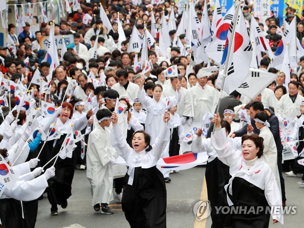 游街重现独立运动