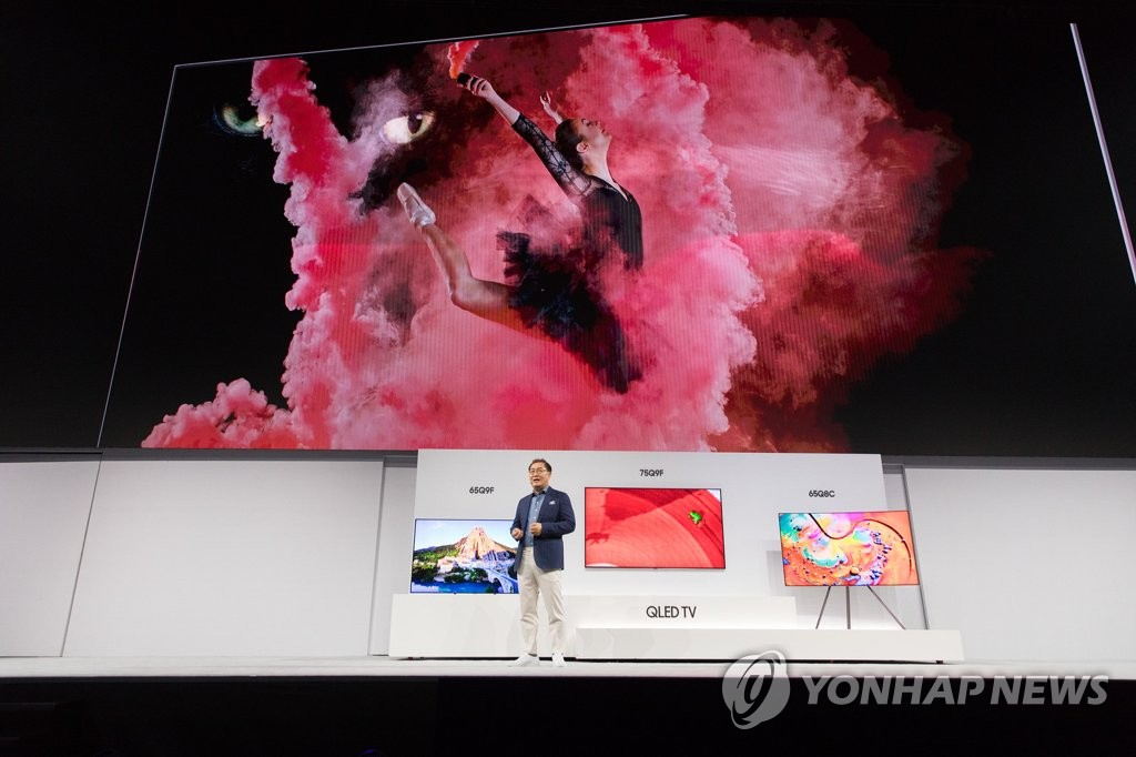 Samsung Elec gives preview of 2018 QLED TVs