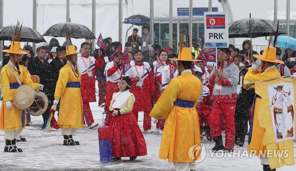 朝鲜代表团参加入村仪式