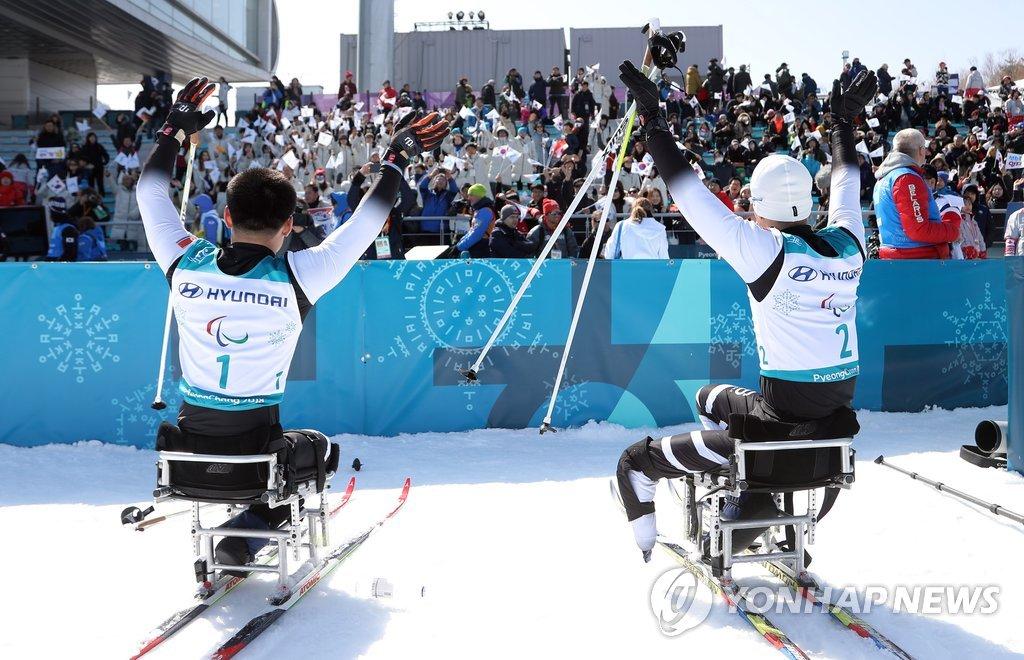 平昌残奥观众欢呼鼓励朝鲜运动员