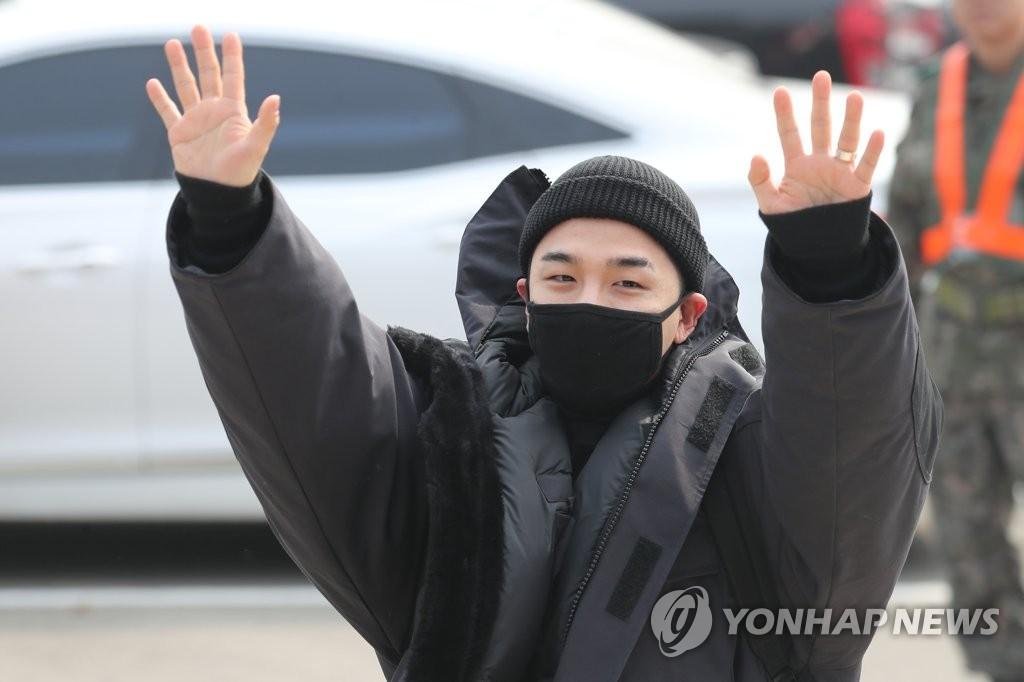 BIGBANG太阳入伍服兵役