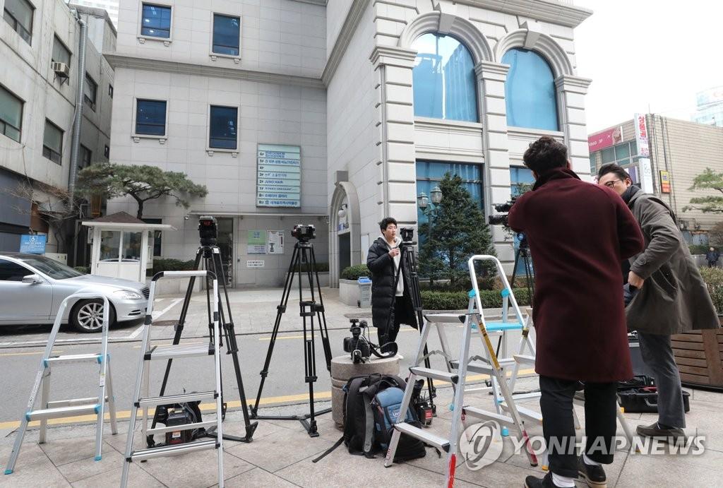 韩前总统李明博到案进入读秒
