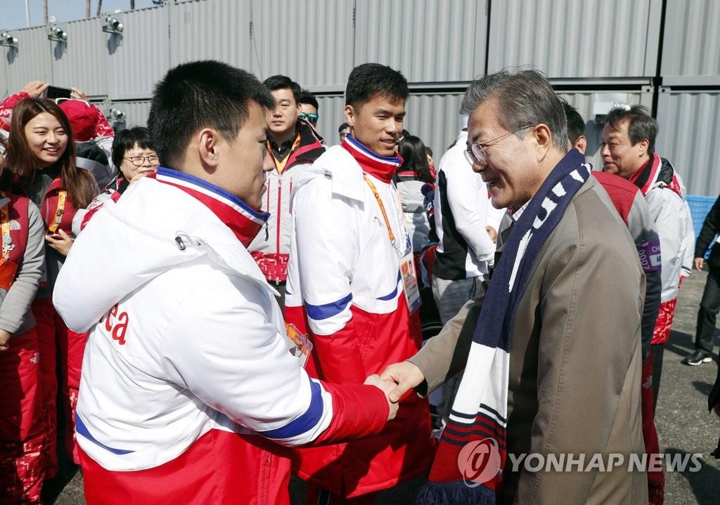文在寅勉励朝鲜选手