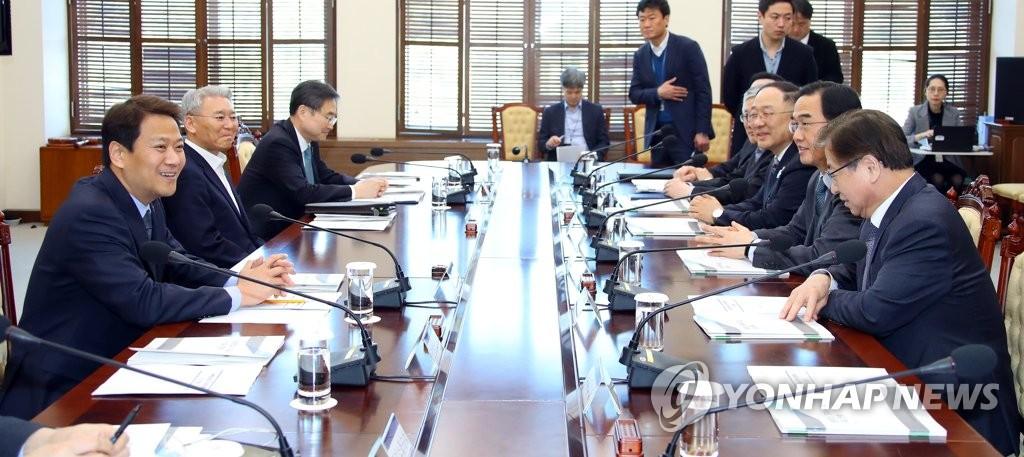 3月16日,韩朝首脑会谈筹备委员会首次会议在青瓦台举行。(韩联社)