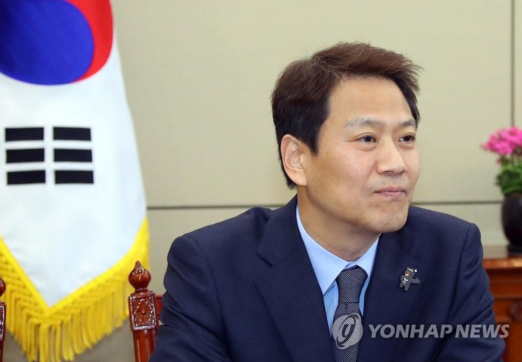 3月16日,韩朝首脑会谈筹备委员会首次会议在青瓦台举行,筹委会委员长、青瓦台秘书室长任钟皙到会。(韩联社)