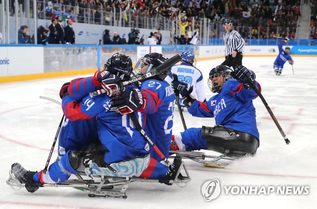 韩残疾人冰球队摘铜