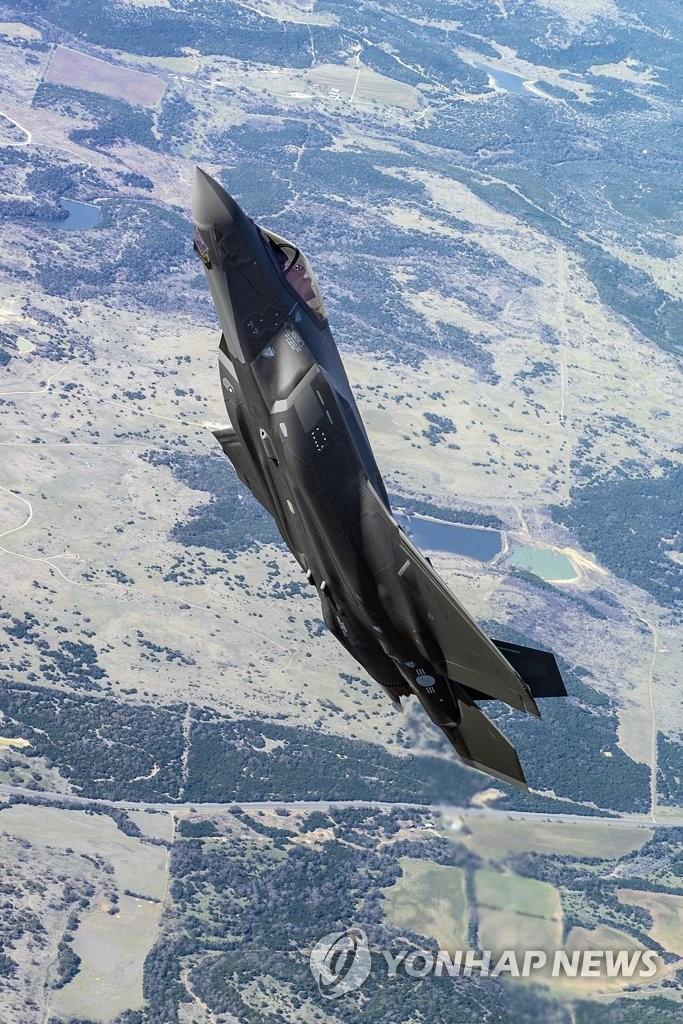 首架F-35A试飞
