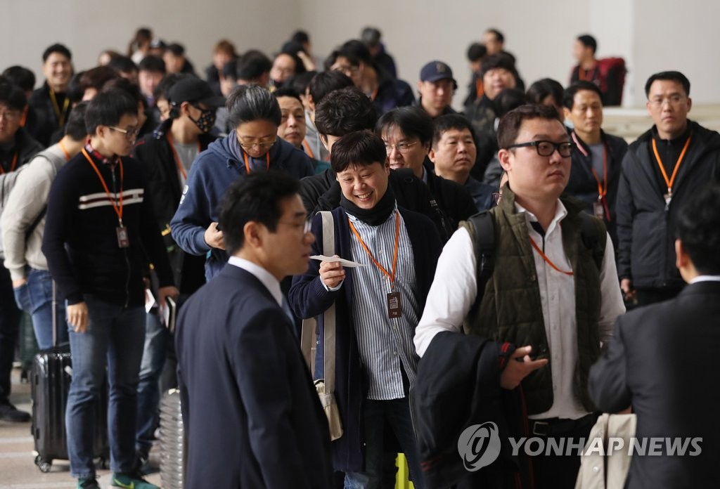 韩艺术团技术人员赴朝