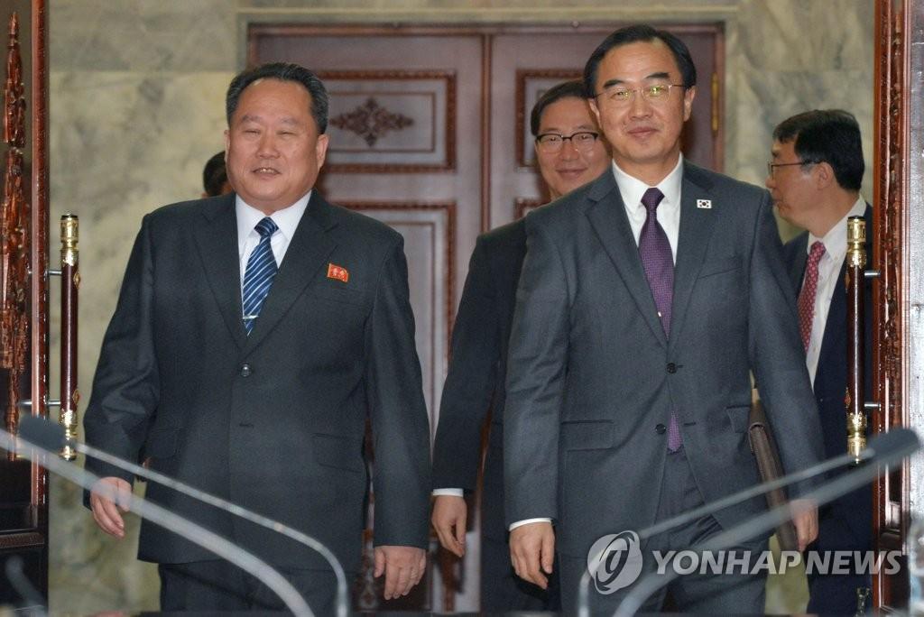 韩朝高级别会谈首席代表入场