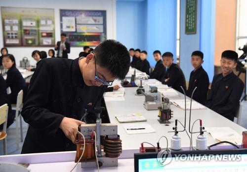 朝鲜扩充网安院系 各地发展科技高中