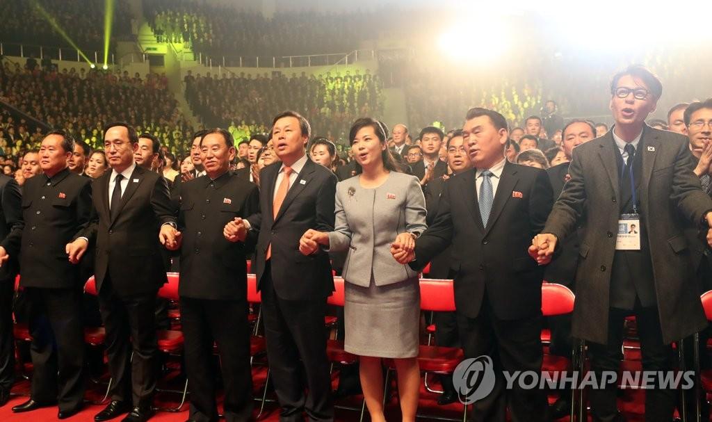 韩朝手拉手同唱一首歌