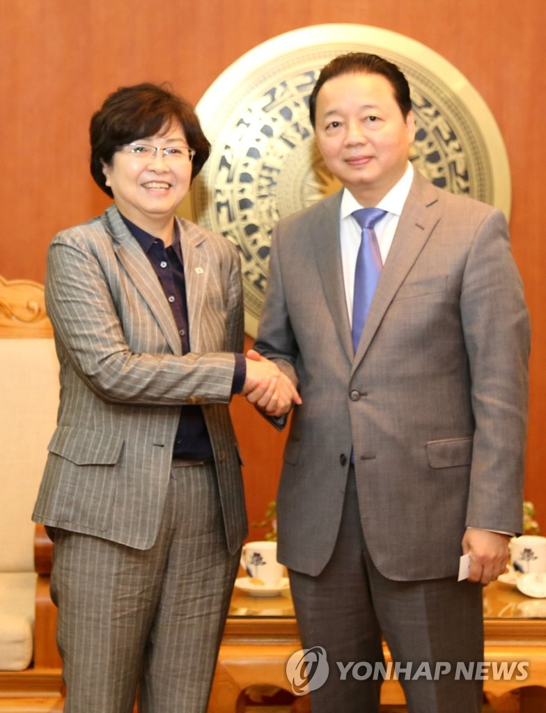 韩越环境部长握手