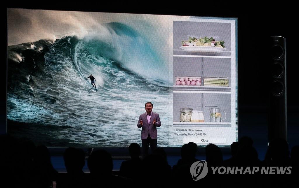 삼성 2018 QLED TV 설명하는 한종희 사장