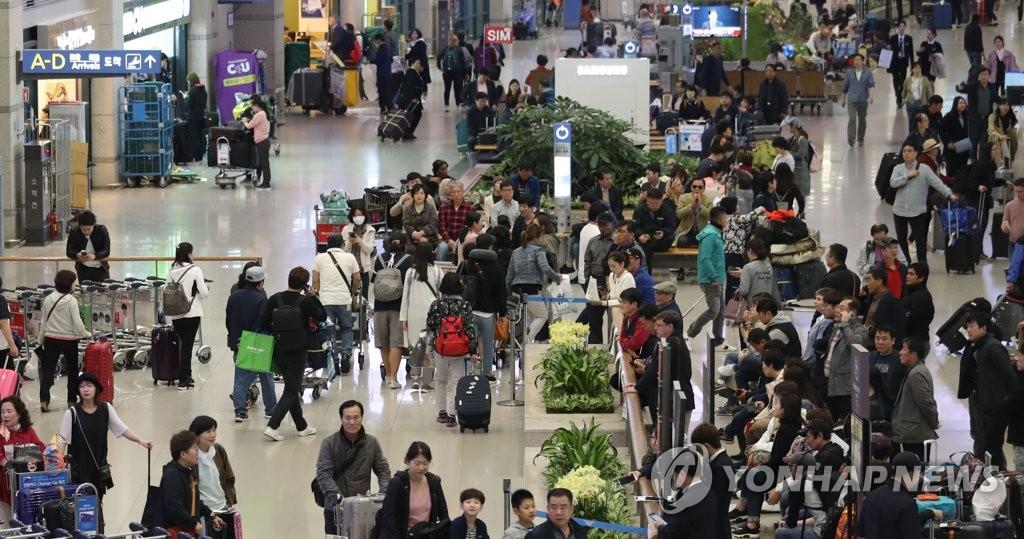 仁川机场人潮涌动