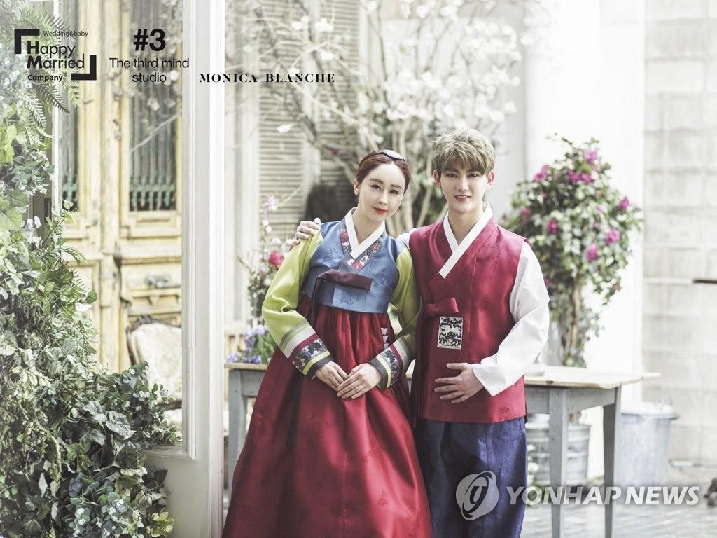 咸素媛夫妇婚纱照