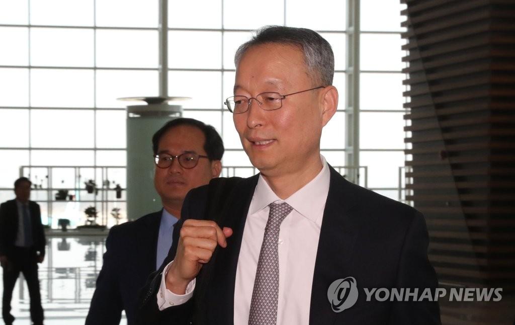 韩产业部长启程赴美