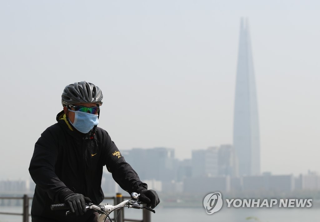 雾霾天戴口罩锻炼