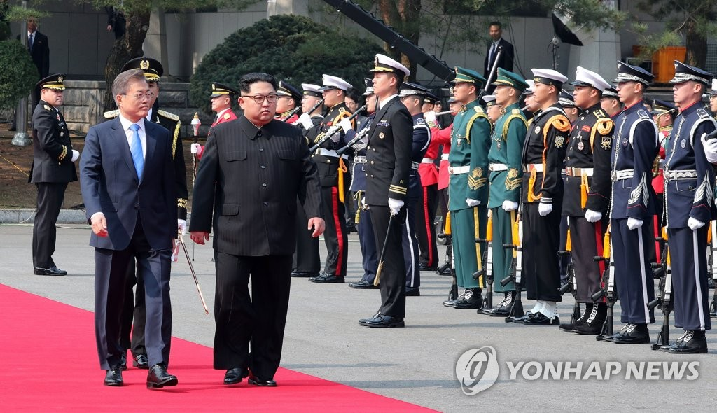 韩朝首脑共同检阅仪仗队
