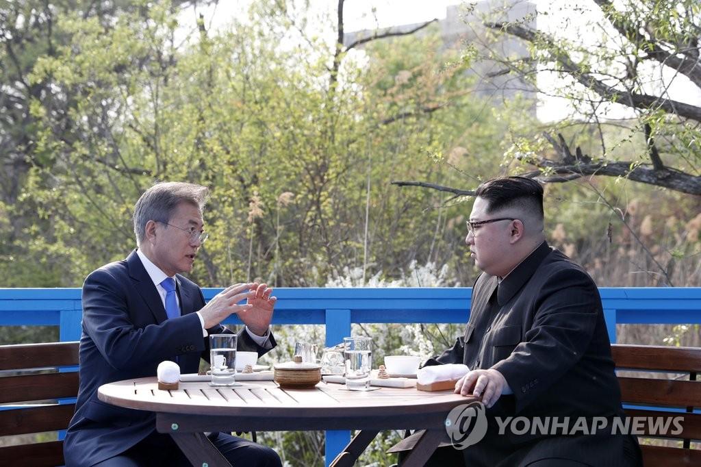 韩朝首脑交谈
