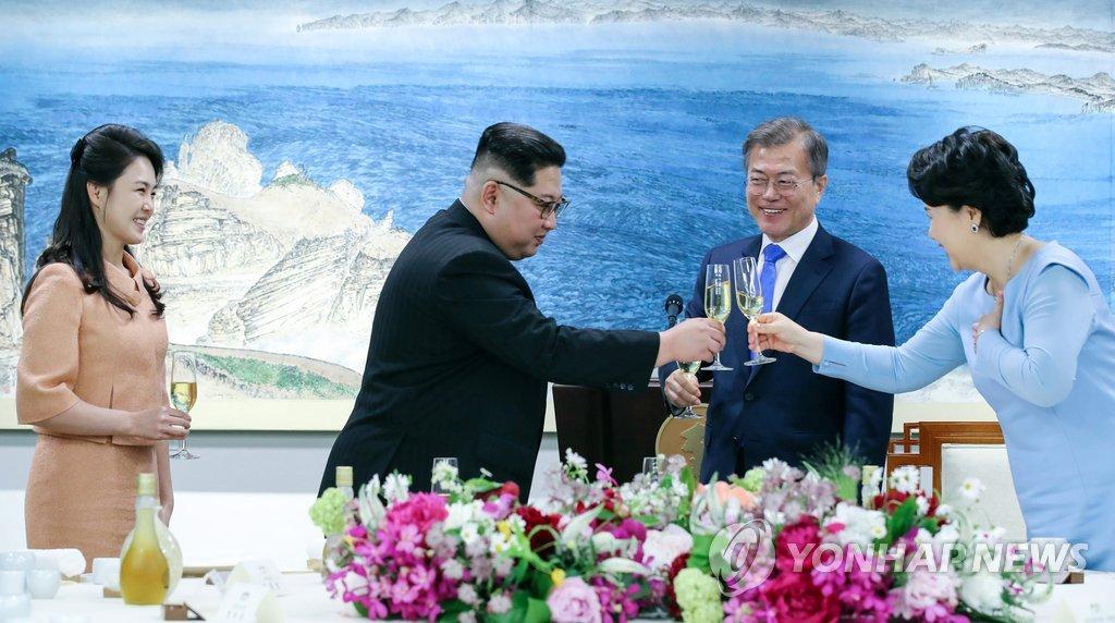 为和平举杯