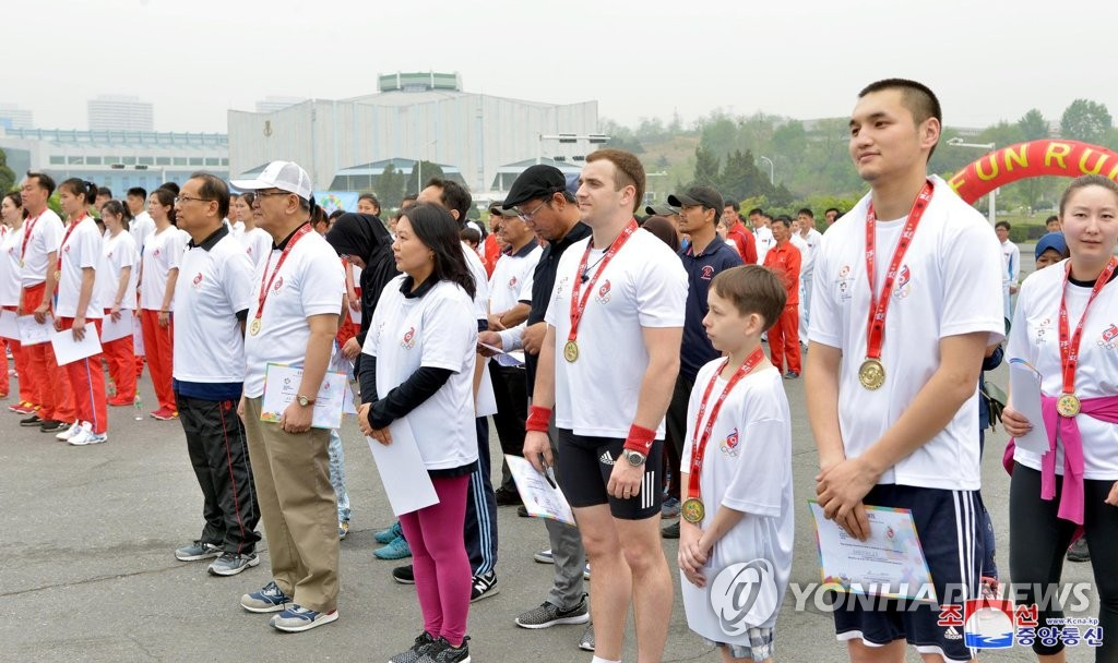 亚运会欢乐跑在朝举行