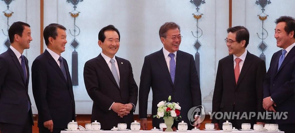 韩各大权力机关首长聚餐