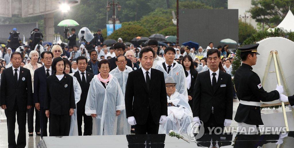 韩总理出席5·18民主化运动纪念仪式