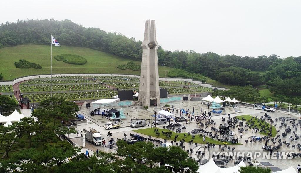 参拜5·18民主公墓