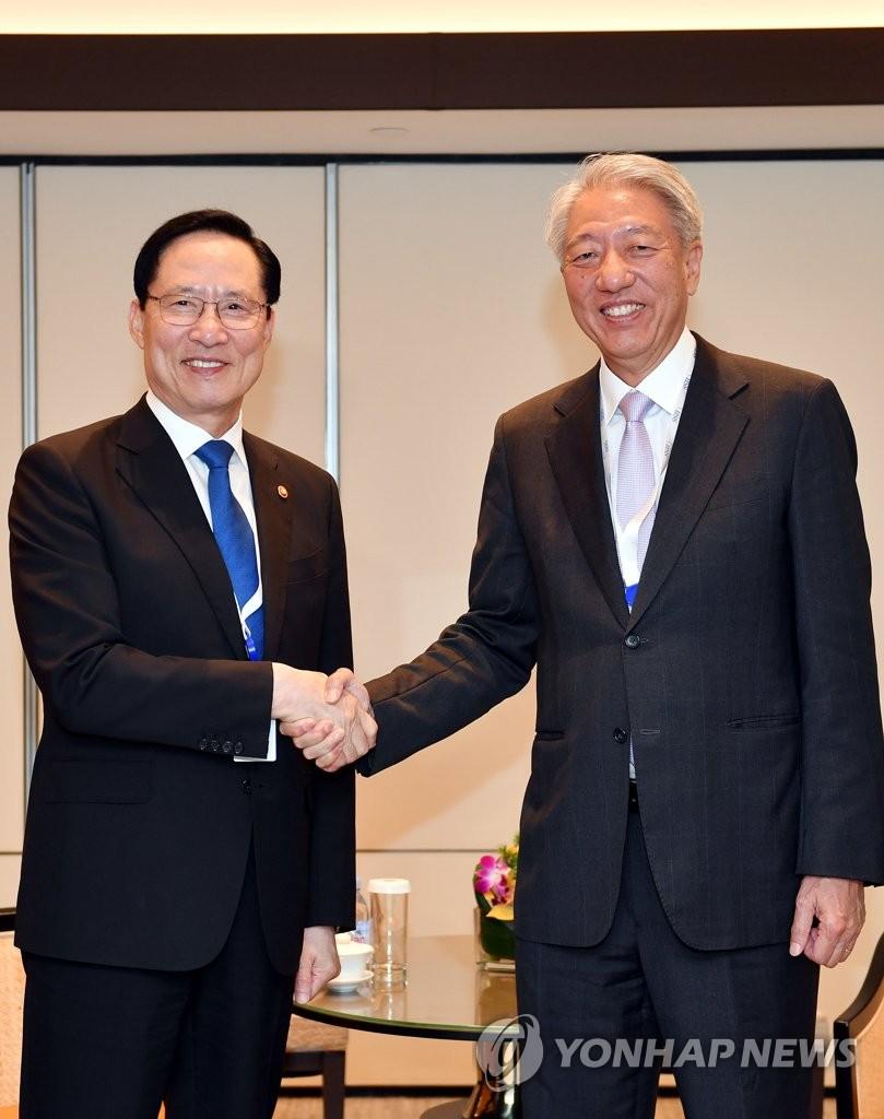 韩防长会晤新加坡副总理