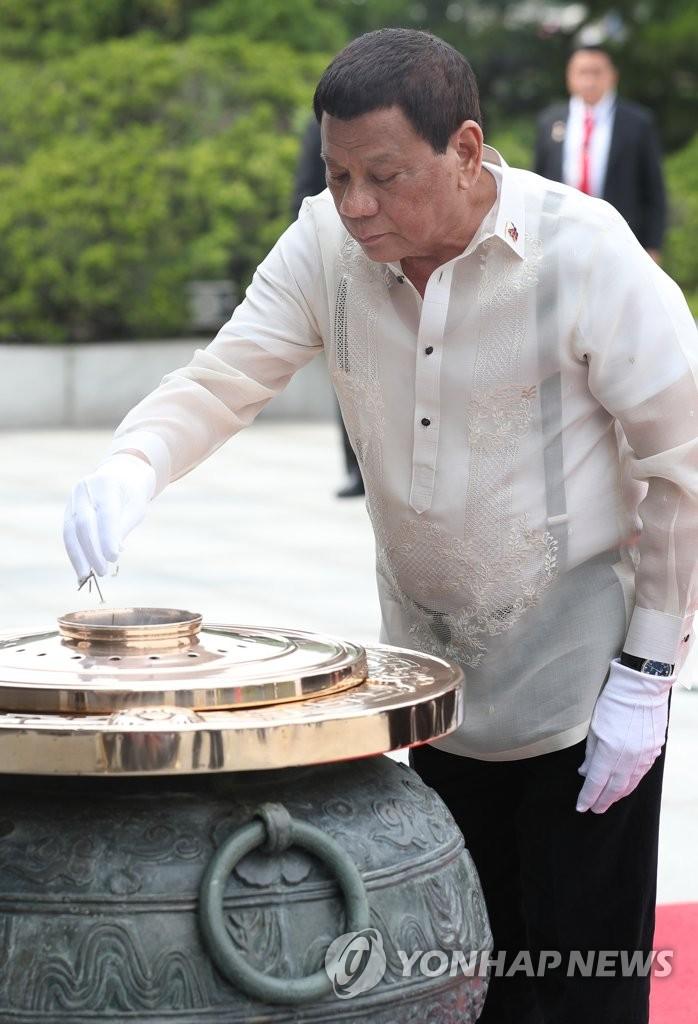 菲律宾总统参谒显忠院
