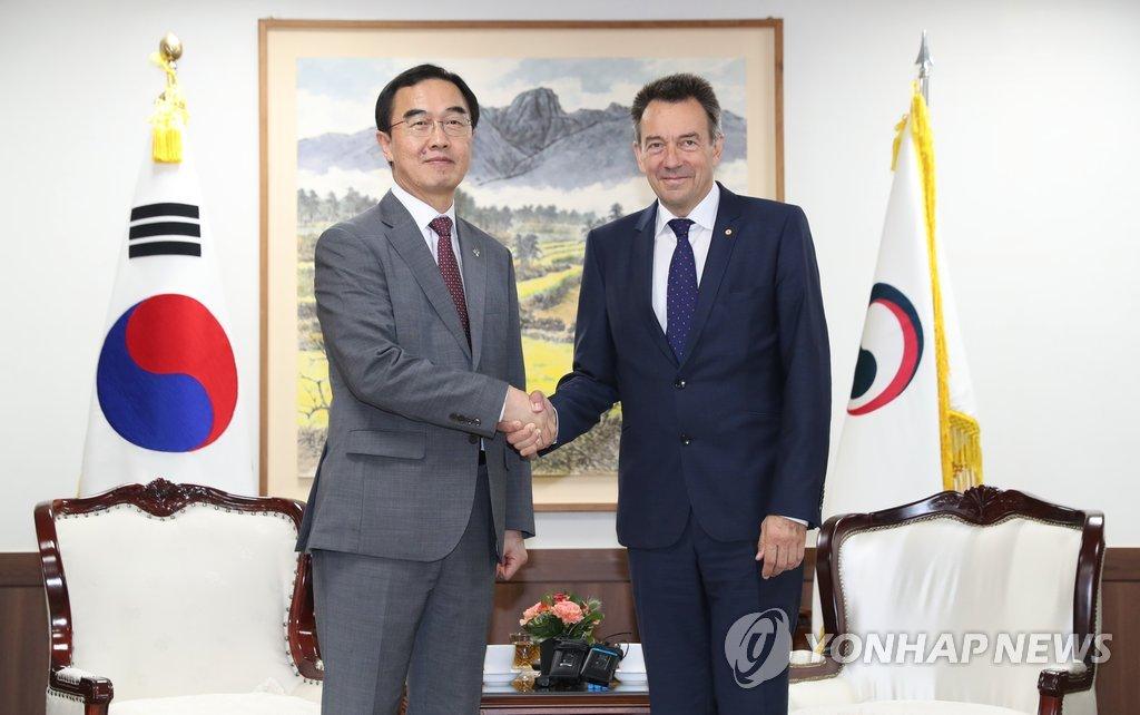 韩统一部长官会红十字国际委员会主席