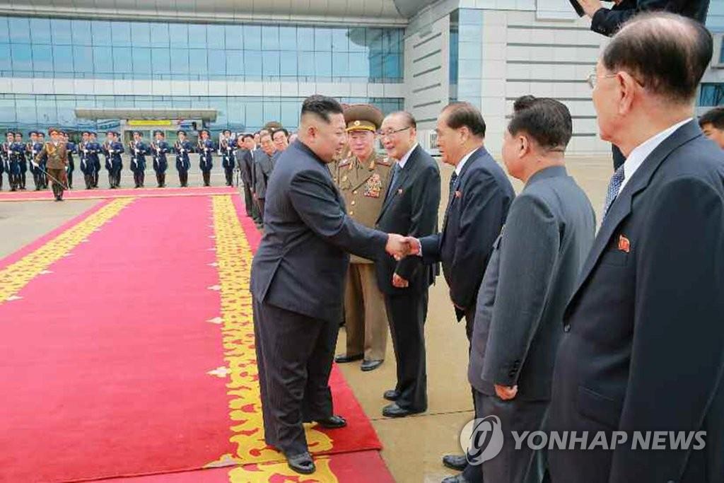 朝鲜高层为金正恩送行