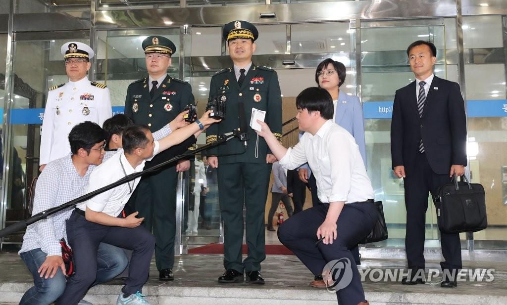 韩朝军事会谈韩方代表团启程赴会