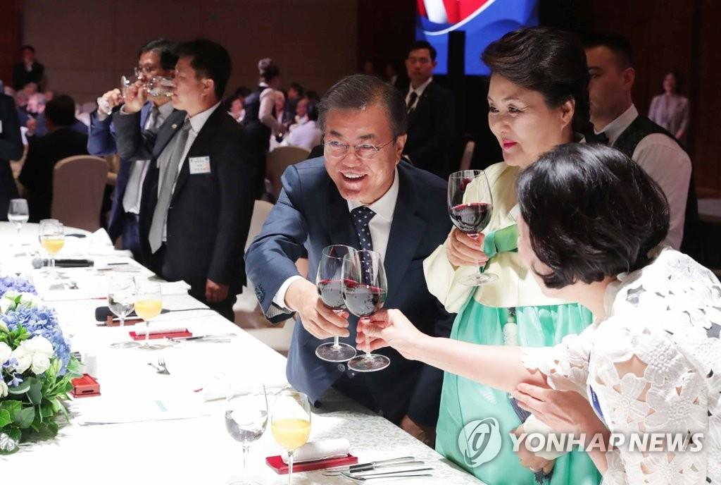 文在寅出席韩俄友好之夜活动
