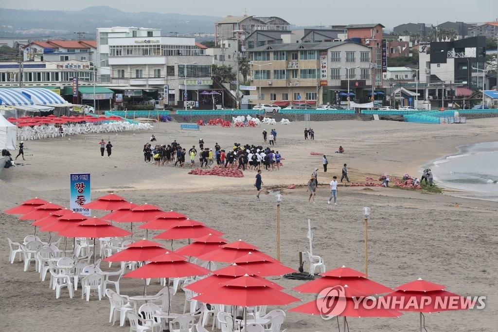 济州海水浴场准备迎客