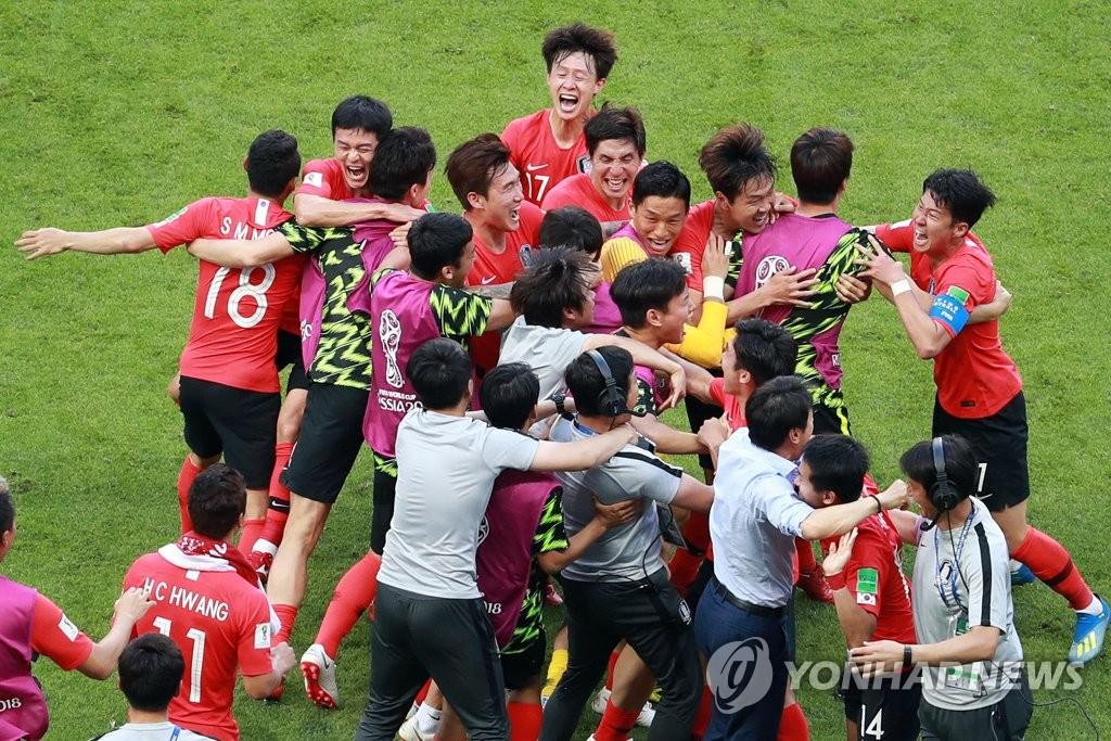韩国队欢呼胜利