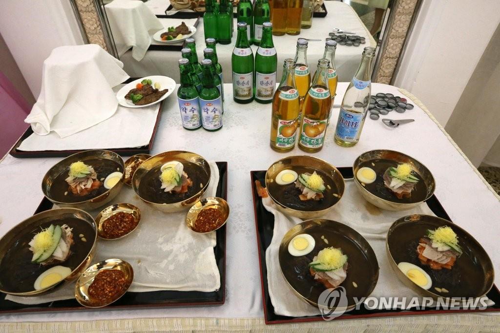 韩朝篮球队员共享平壤冷面