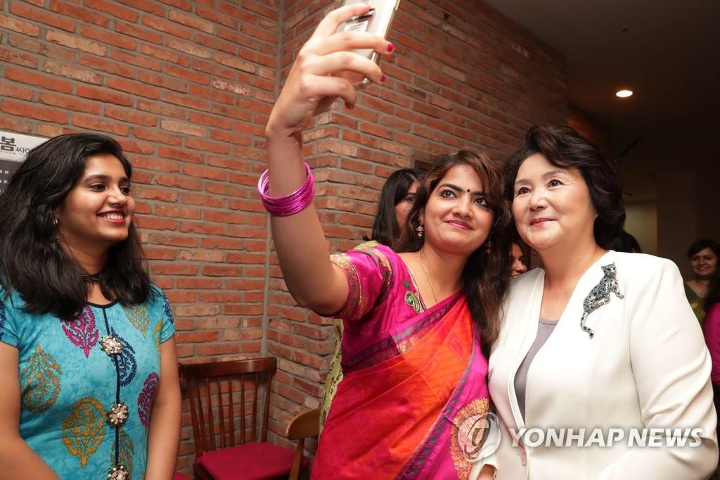 韩第一夫人看印度电影