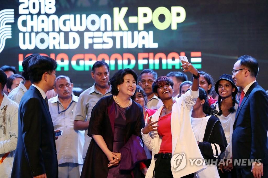 韩第一夫人观看印度K-POP大赛
