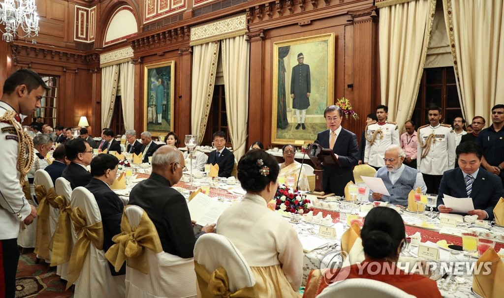 文在寅伉俪出席印度国宾晚宴