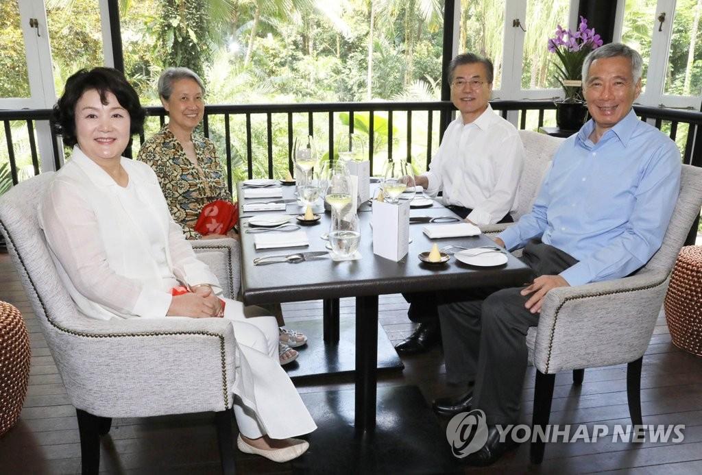 韩新首脑夫妇共进午餐