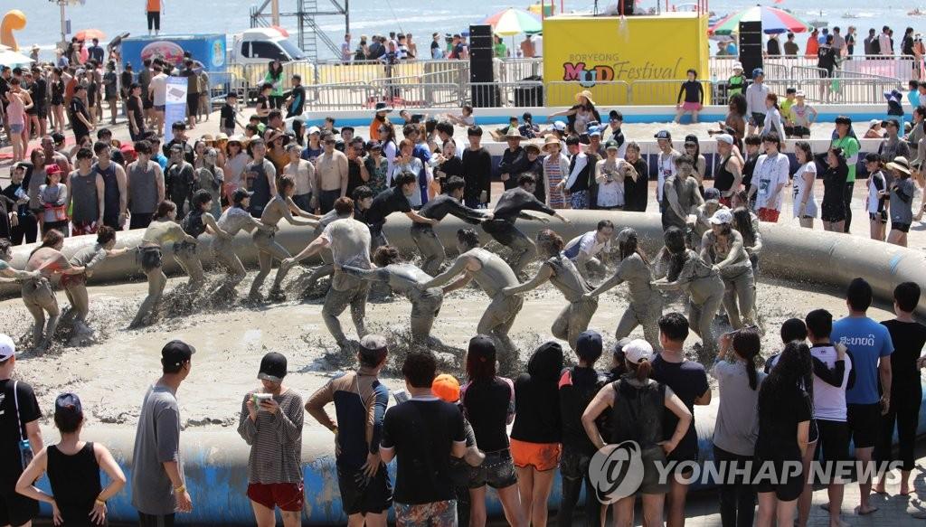 韩国保宁泥浆节现场