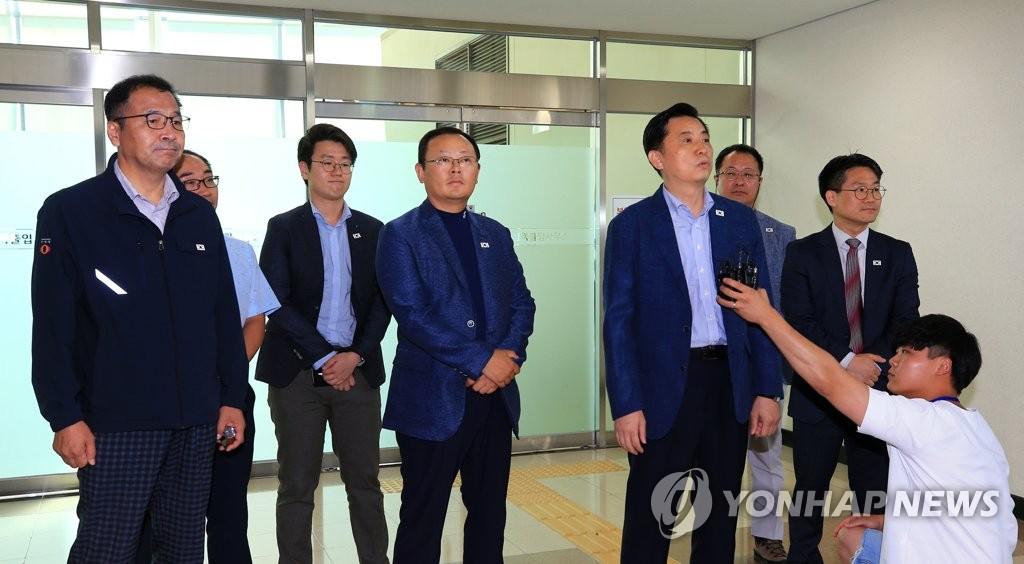 韩国铁路考察团访朝