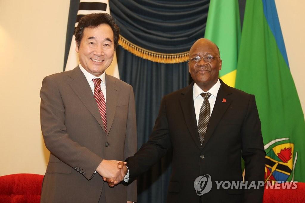 韩总理李洛渊会见坦桑尼亚总统马古富力