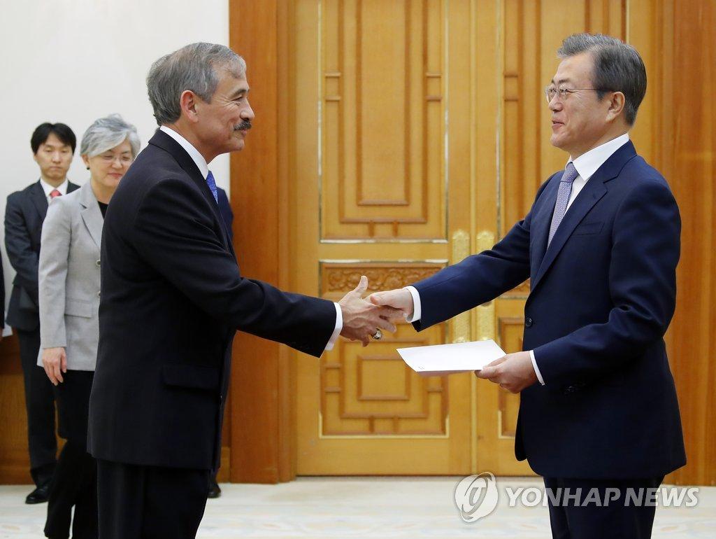 韩青瓦台小规模重组 新增个体工商业秘书 - 1