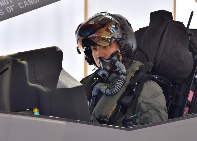 韩军接收六架F-35A隐形战机 两架3月抵韩