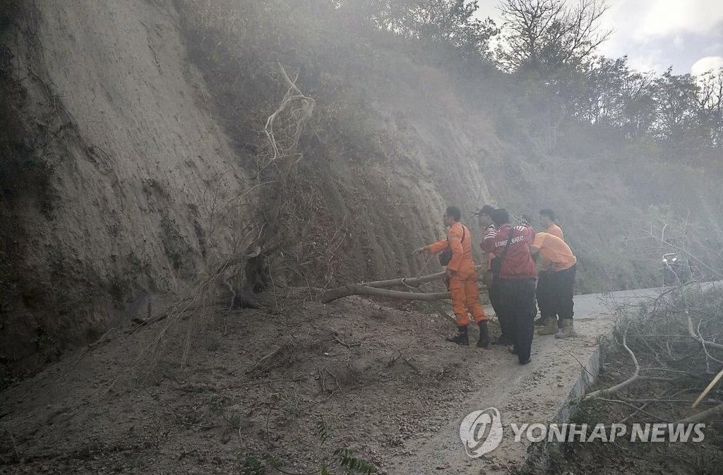 韩外交部:尚无韩国公民在印尼地震伤亡