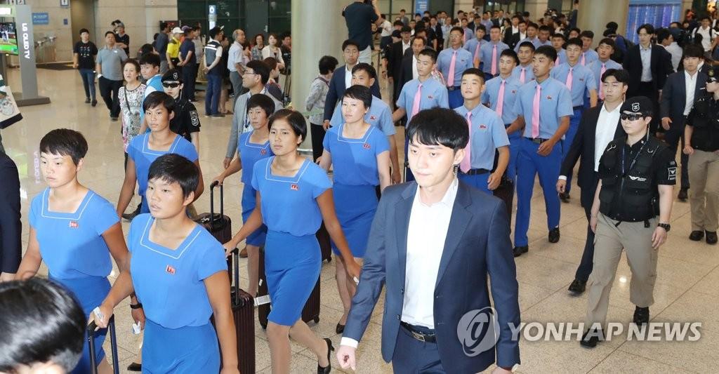 朝鲜体育代表团飞抵韩国