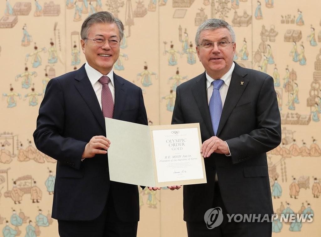 文在寅获颁国际奥委员会金质勋章