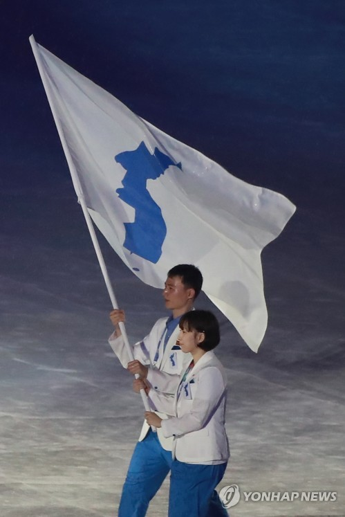 亚运闭幕韩朝共举半岛旗入场